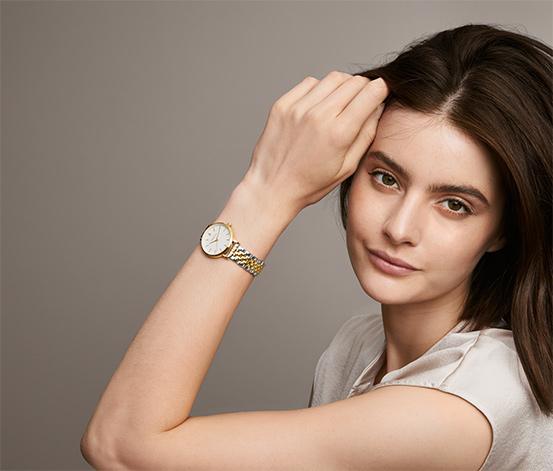 Dámské hodinky s dvojbarevným náramkem z ušlechtilé oceli